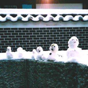 Snowmen on roof